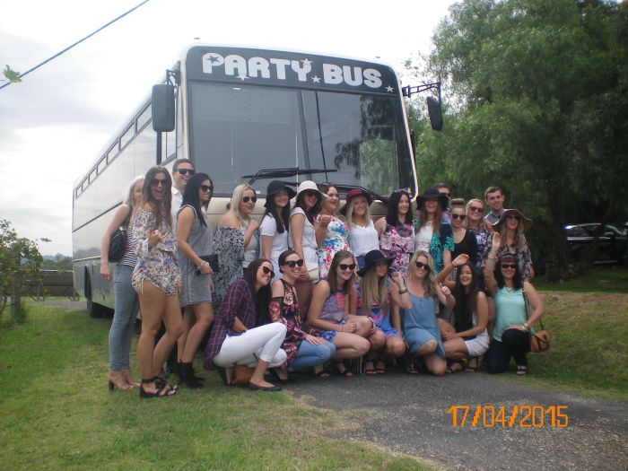 R  R Bus and Leisure Hire - Wagga Wagga Accommodation