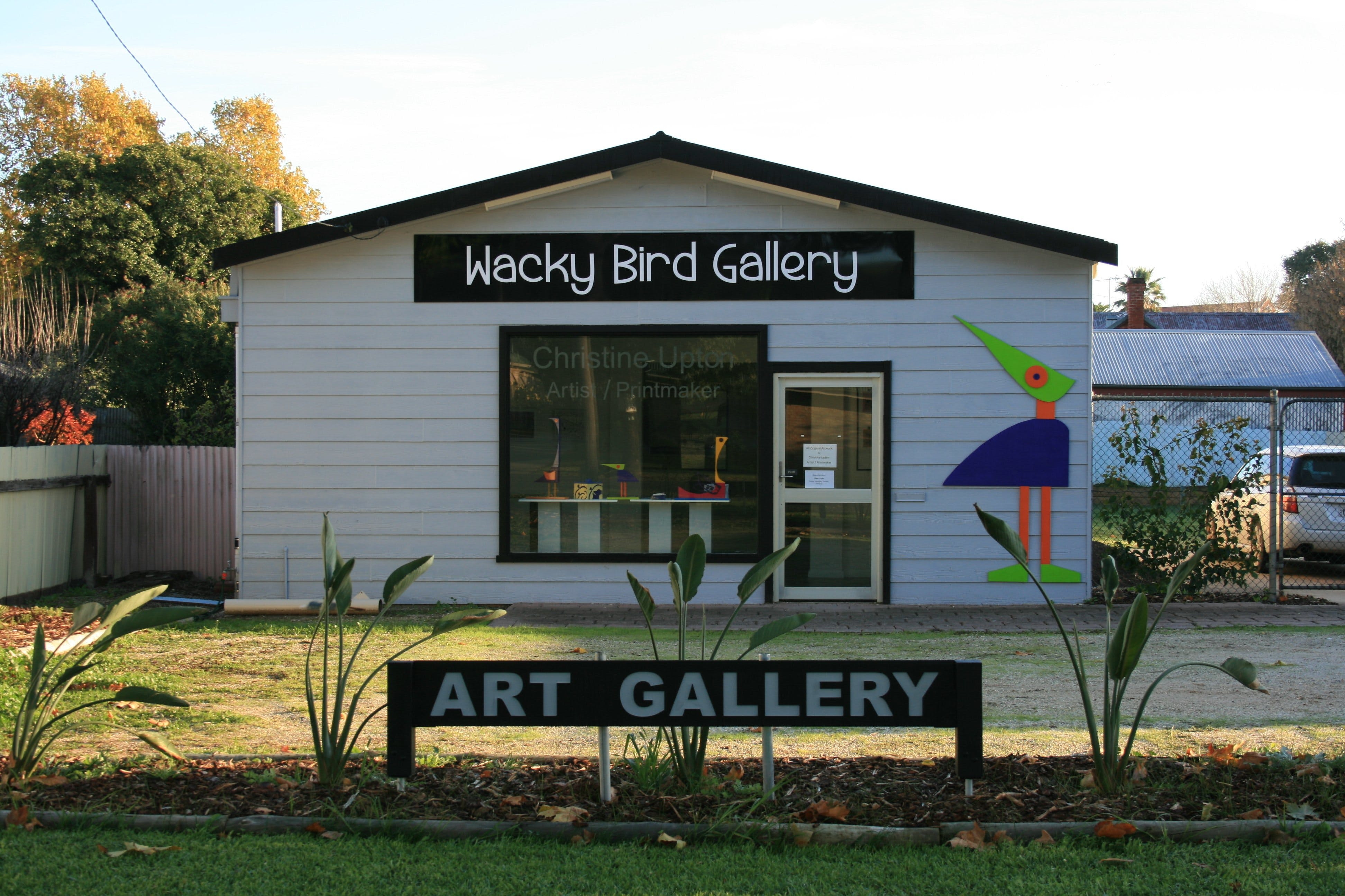 Wacky Bird Gallery - Wagga Wagga Accommodation