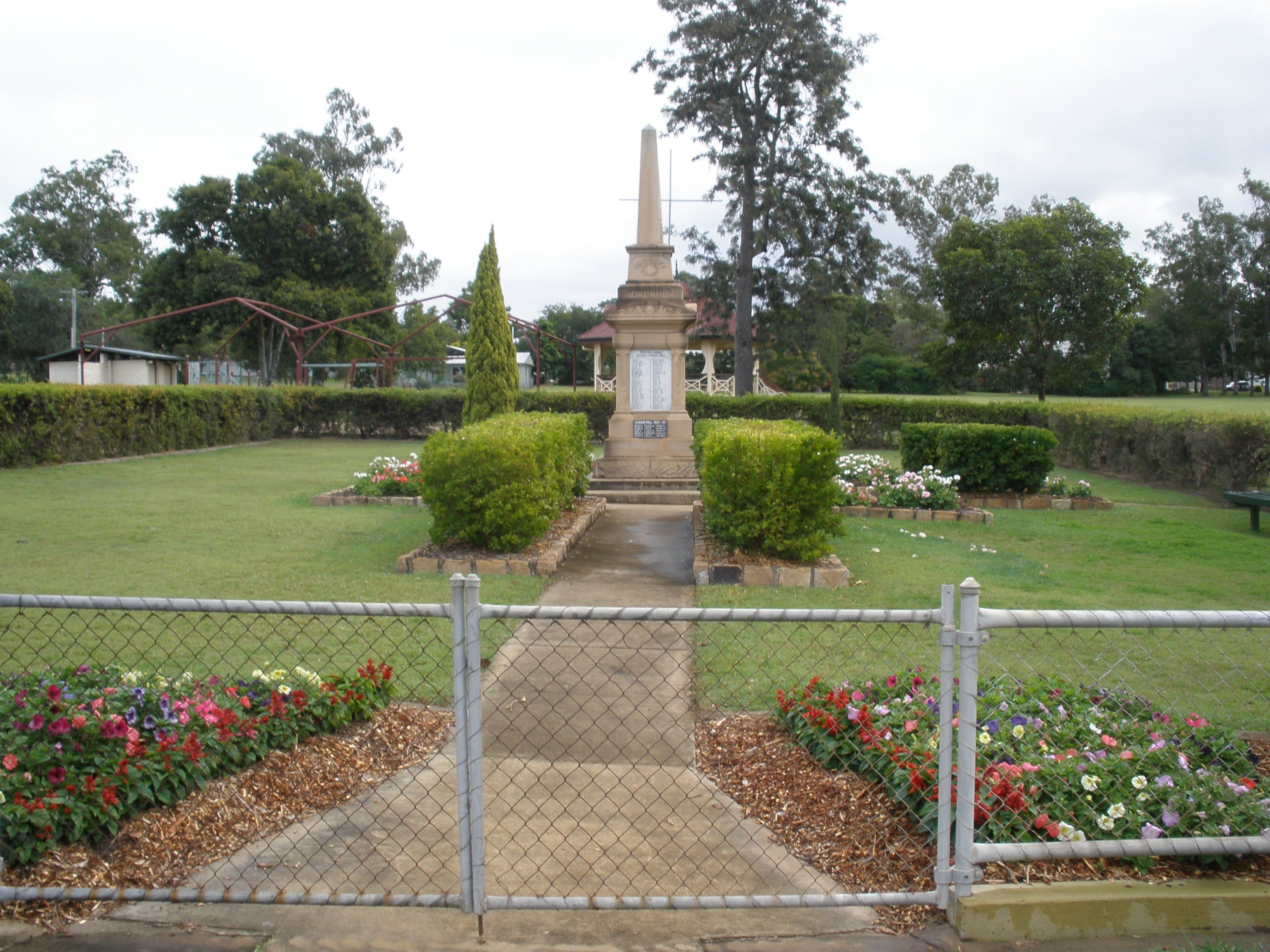 McConnell Park and Toogoolawah War Memorial - Wagga Wagga Accommodation