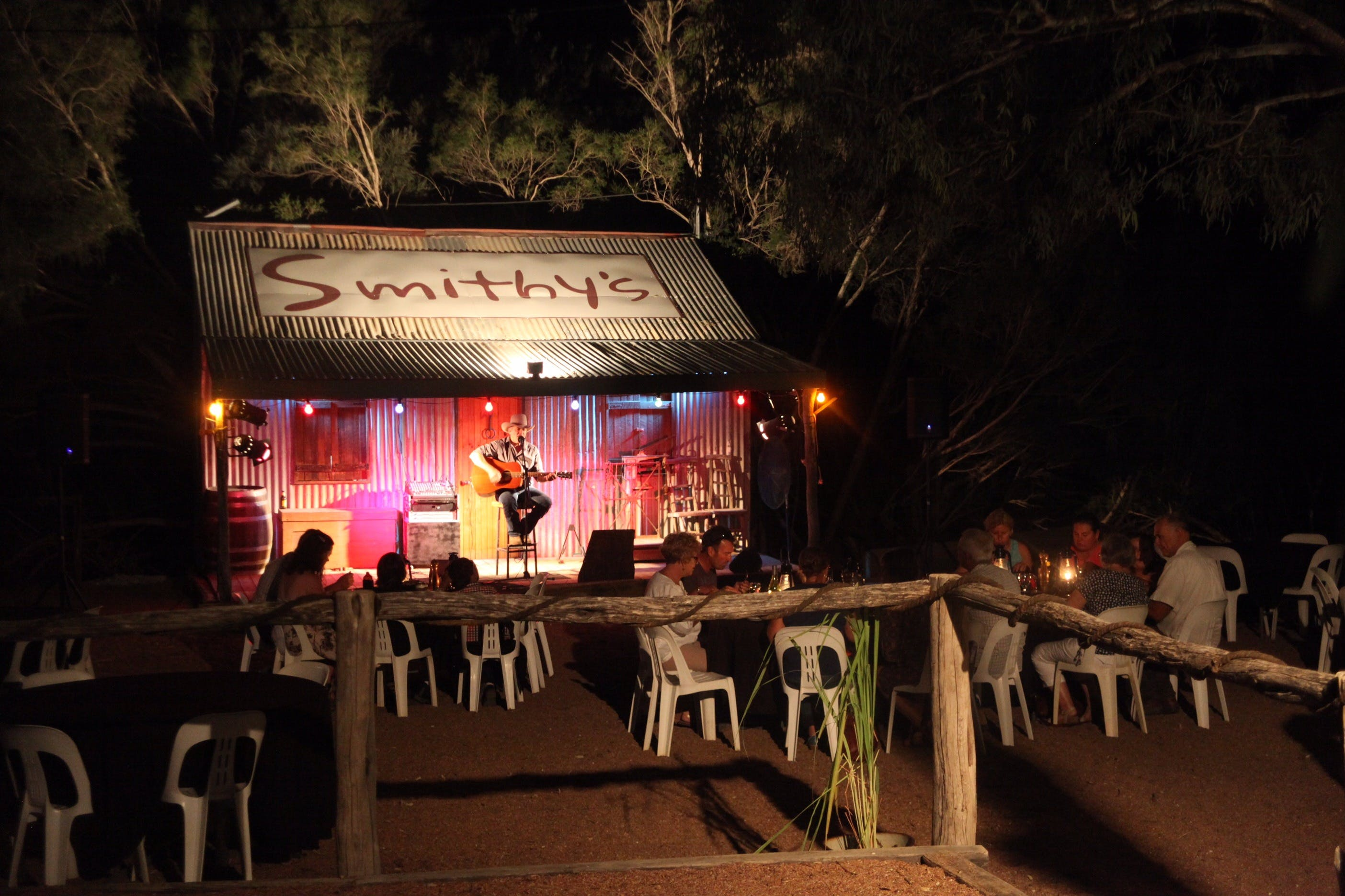 Smithy's Outback Dinner and Show - Wagga Wagga Accommodation