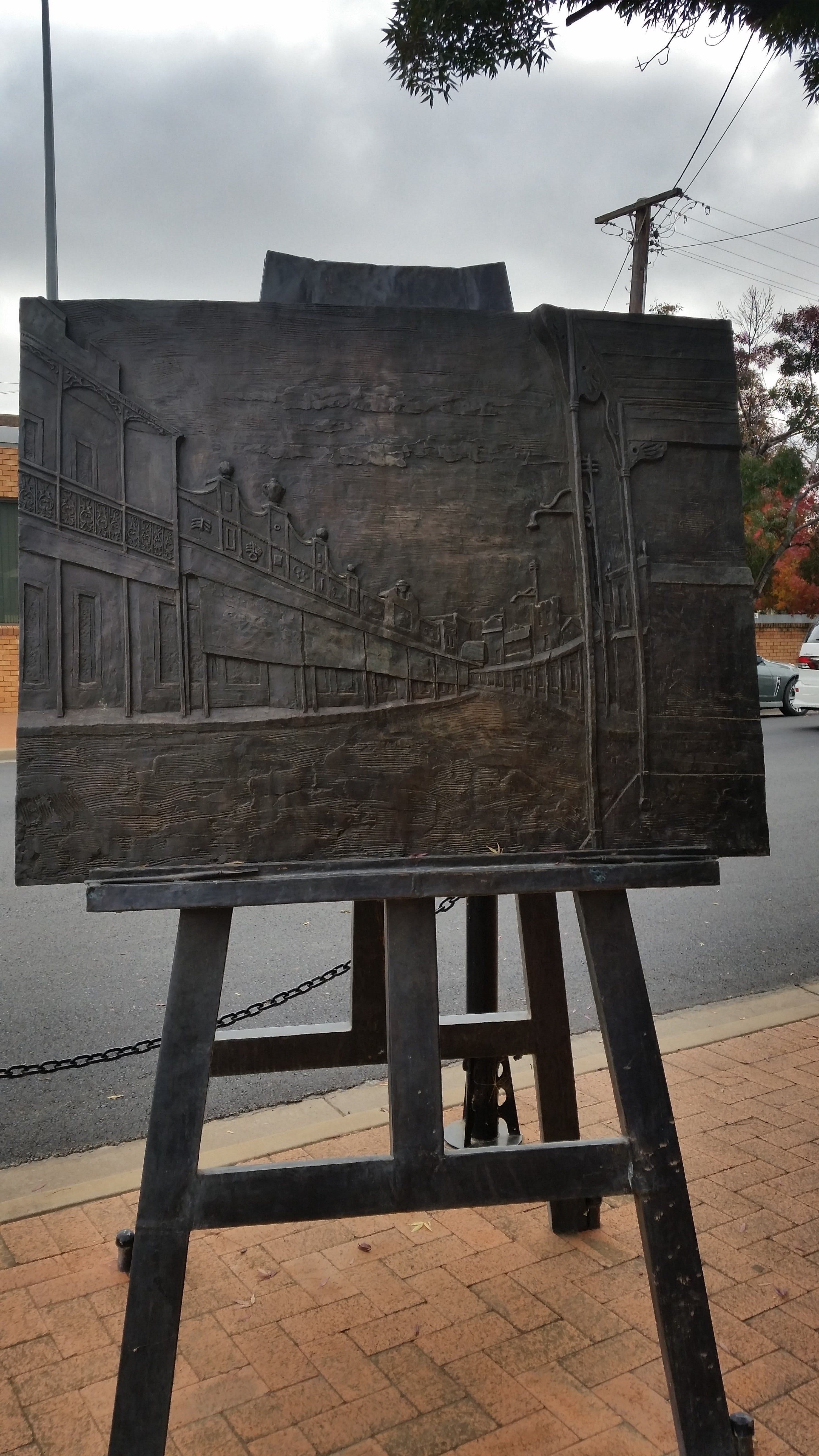 Russell Drysdale Easel Sculpture - Wagga Wagga Accommodation