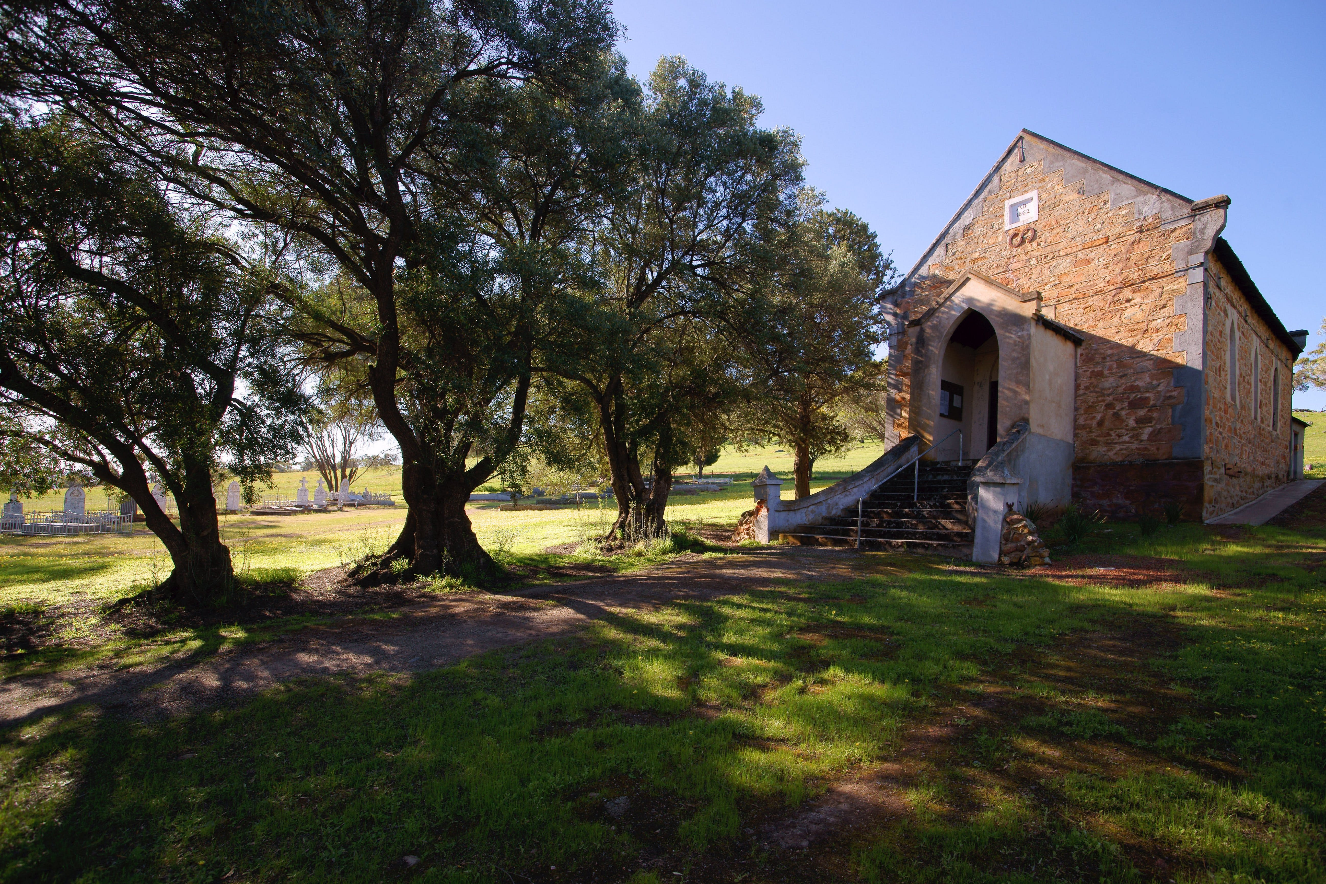 St Saviours Church Katrine - Wagga Wagga Accommodation