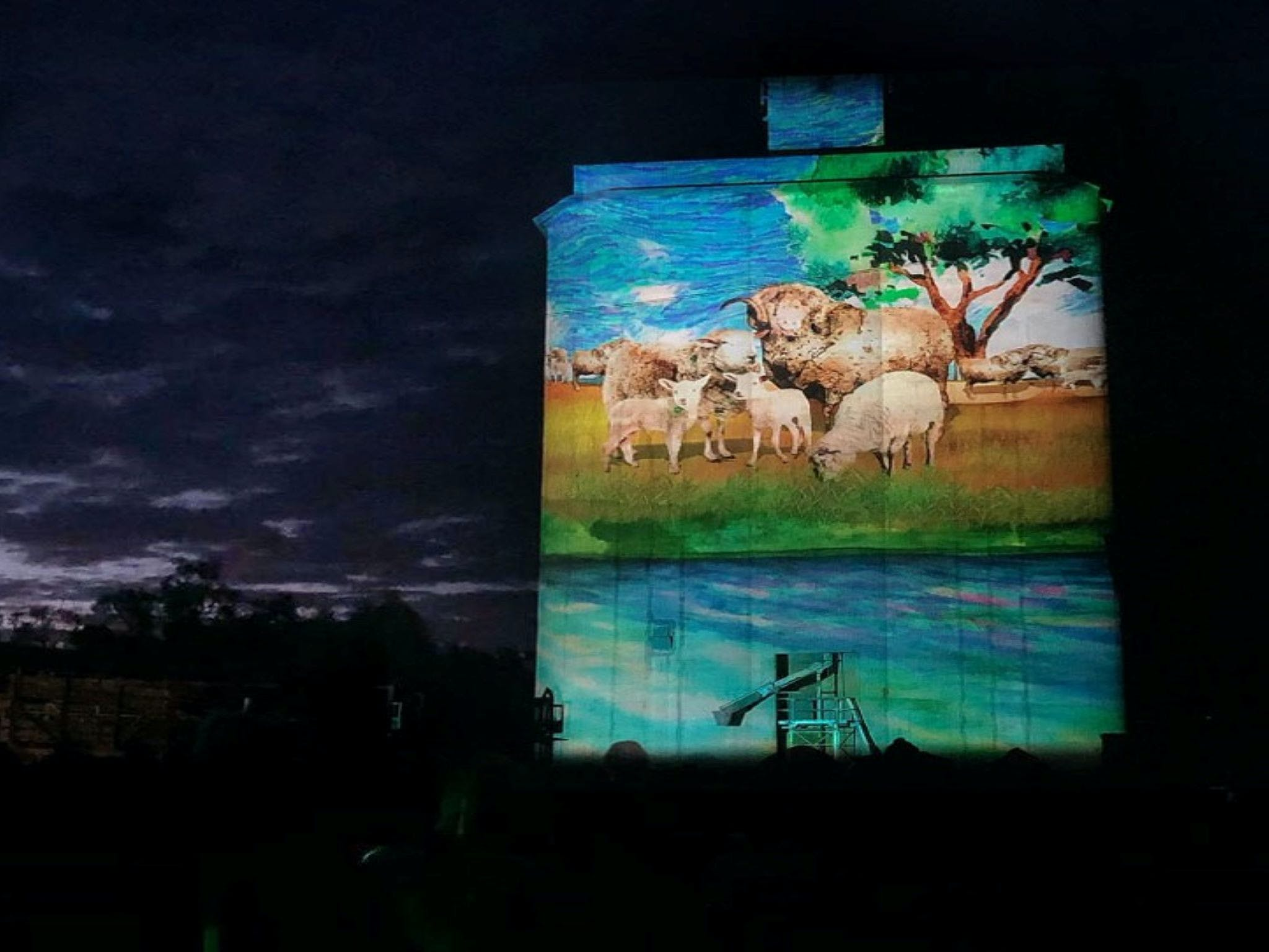 Quorn Silo Light Show - Wagga Wagga Accommodation