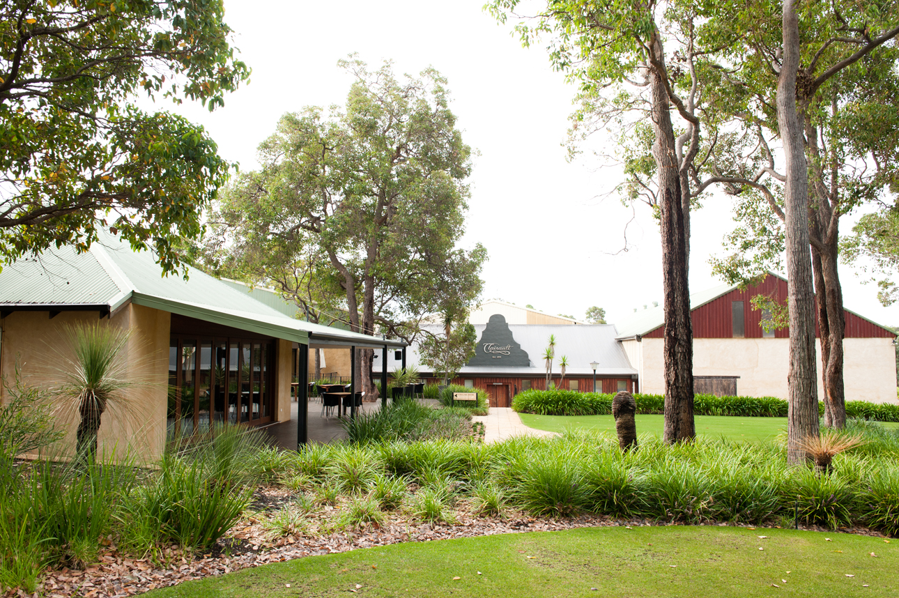 Clairault  Streicker Wines - Wagga Wagga Accommodation