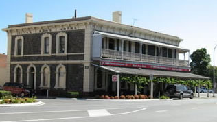 Royal Arms Hotel - Wagga Wagga Accommodation