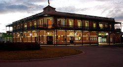 The Grand Terminus Hotel - Wagga Wagga Accommodation