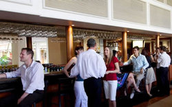 Cairns International Lobby Bar - Wagga Wagga Accommodation