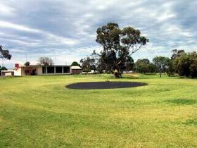 Cleve Golf Club - Wagga Wagga Accommodation