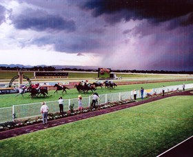 Hawkesbury Race Club - Wagga Wagga Accommodation