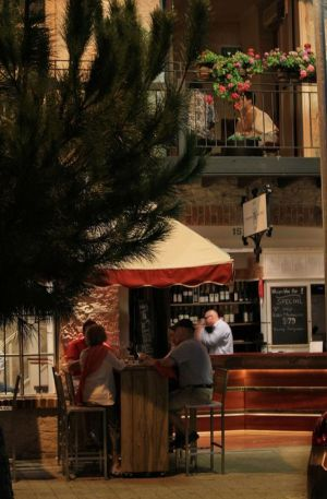 Whisper Wine Bar - Wagga Wagga Accommodation