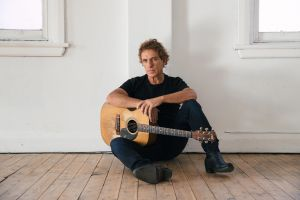 Ian Moss Matchbook 30th Anniversary Tour - Wagga Wagga Accommodation