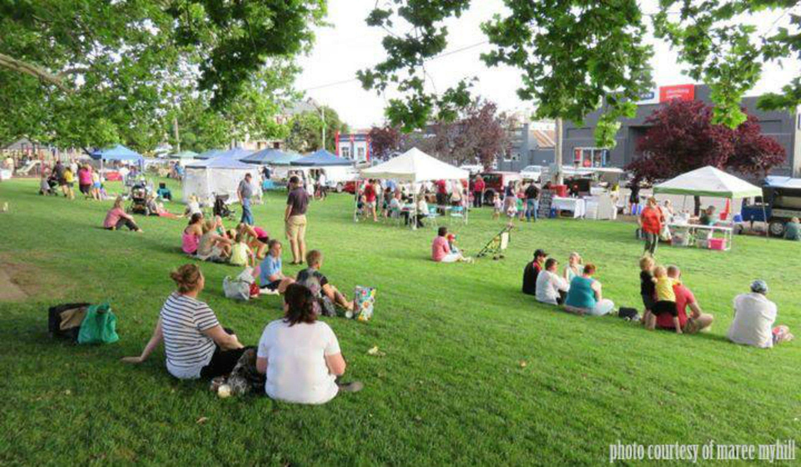 Young and Region Farmers Markets - Wagga Wagga Accommodation