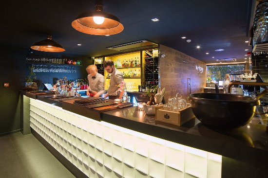 The Oakroom Kitchen and Bar - Wagga Wagga Accommodation