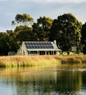 The Lake House Retreat - Wagga Wagga Accommodation