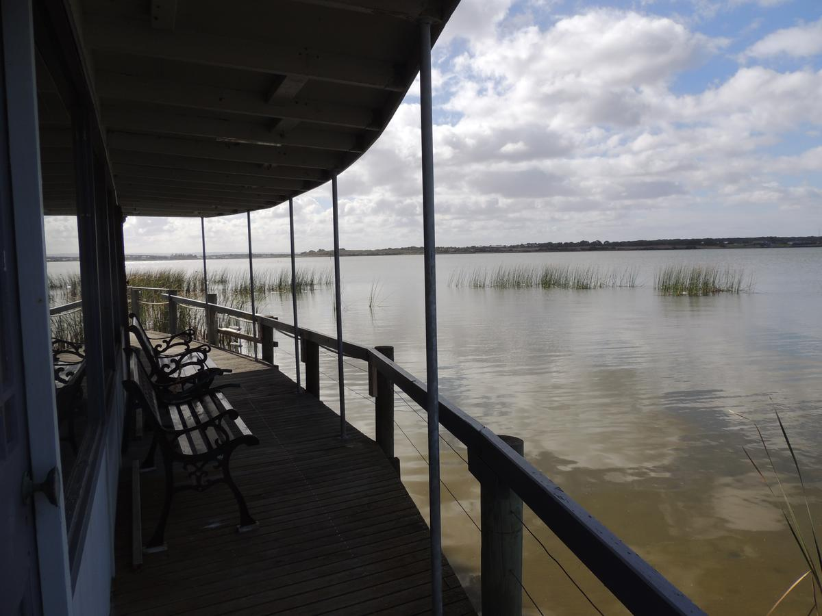 PS Federal Retreat Paddle Steamer Goolwa - Wagga Wagga Accommodation