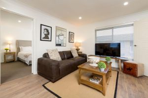 Sleeping in Style - Central  Sophisticated - Wagga Wagga Accommodation