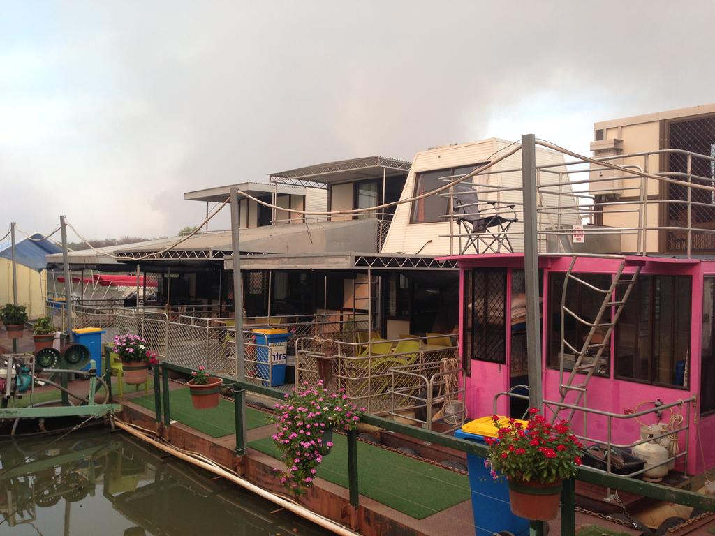 Corroboree Houseboats - Wagga Wagga Accommodation