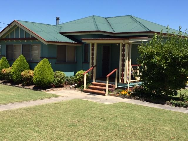FROGGIES HOLIDAY HOUSE - Wagga Wagga Accommodation