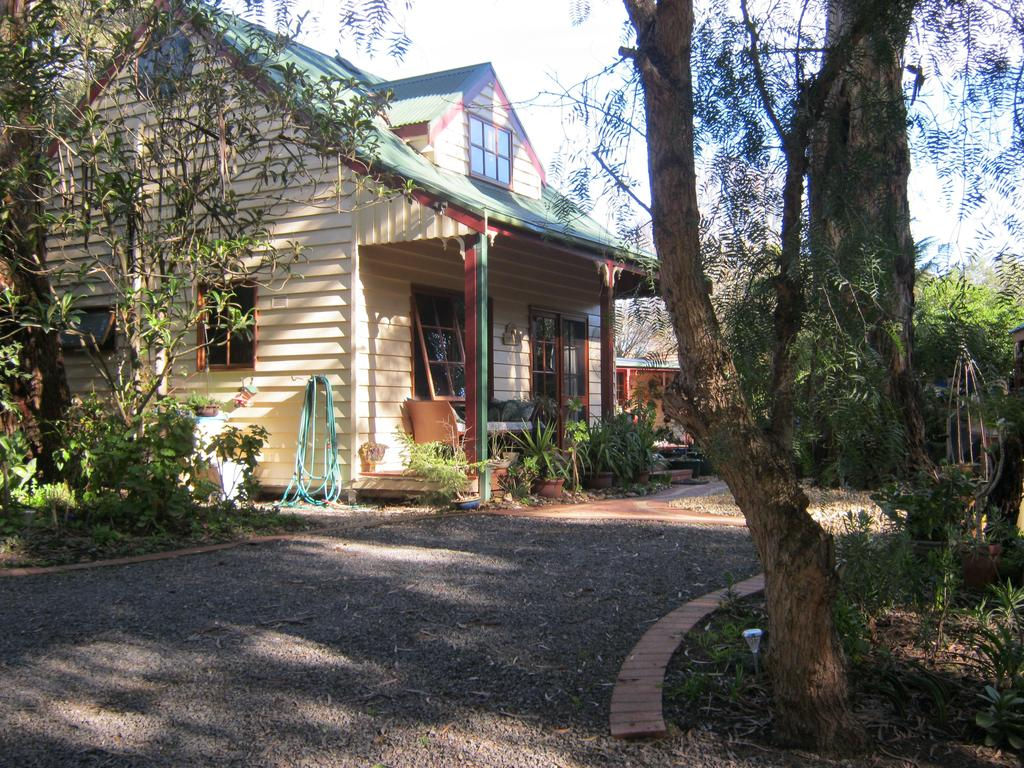 Ballarat cottages incorporating yarrowee cottage and Admirals cottage - Wagga Wagga Accommodation